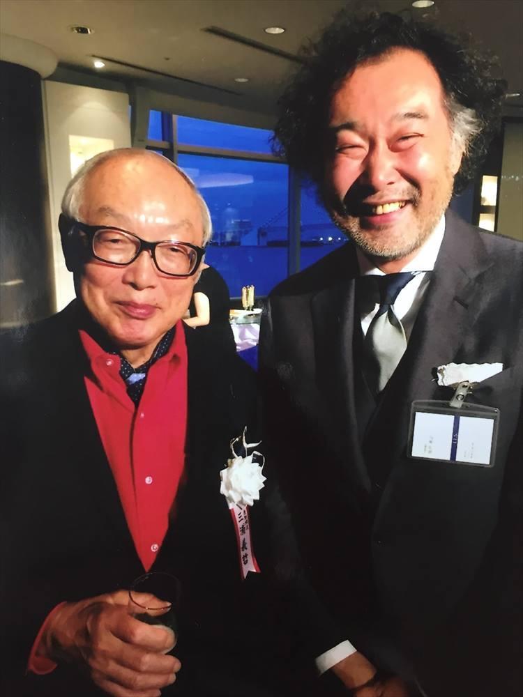 シップスの40周年記念パーティにて。三浦義哲・シップス社長と記念撮影。