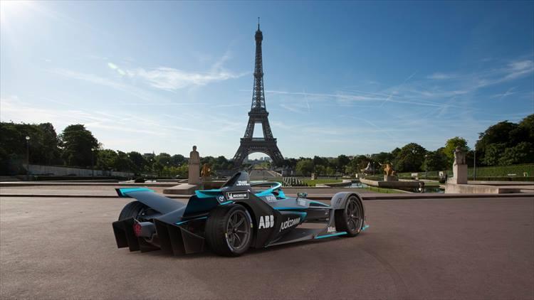 フォーミュラEの特長は、排ガスも騒音もないこと。したがってフランス・パリやイタリア・ローマ、アメリカ・ニューヨークなど、レースはすべて市街地で行われる