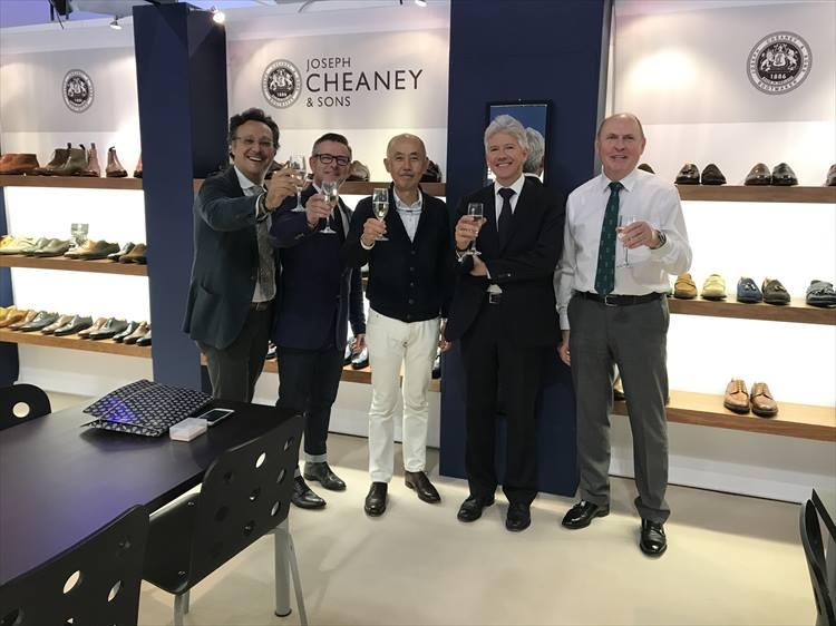 2016年9月、ミカム(ミラノで開催される国際靴見本市)のブースで、ジョセフ チーニーの 130周年を祝ったときの一枚。