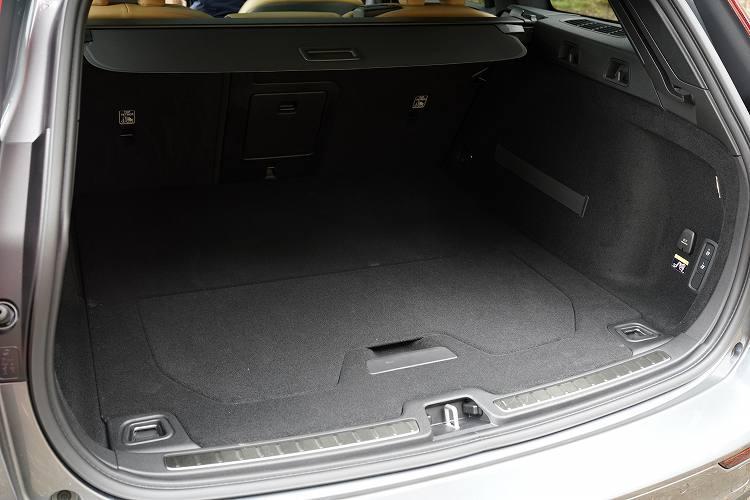 ボルボの新型クロスオーバーモデルの荷室