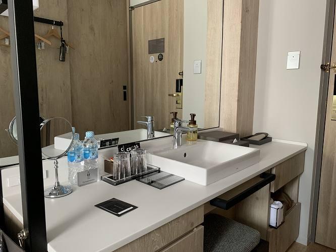 全室、洗面台がバスルームの外にある。これ、かなり便利