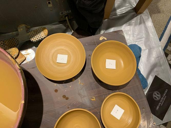 上にある皿がボクのもの。焼くと2割ほど縮むので、大きめに作るべし