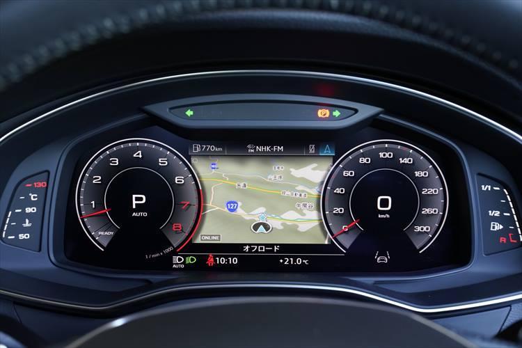 インストゥルメンタルパネルには12.3インチの液晶フルデジタルディスプレイを採用。メーター、ナビ画面などを切り替え可能で、ドライバーの好みで選ぶことができる。