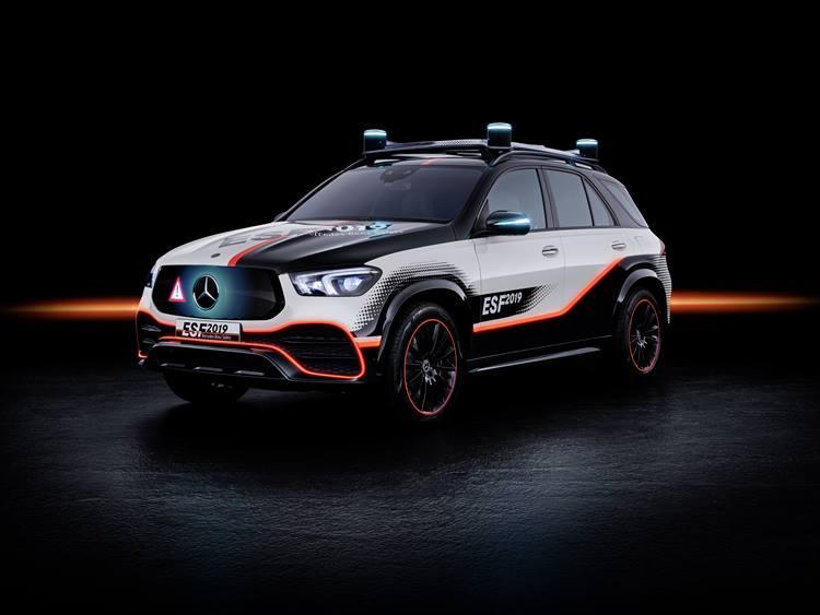 【MERCEDES-BENZ】メルセデス・ベンツが新しい技術の実験車両としてたびたび登場させる「ESF」。その最新バージョンである「ESF 2019」では自動運転モードになるとステアリングやペダルなどを格納する。まさに未来のクルマである。