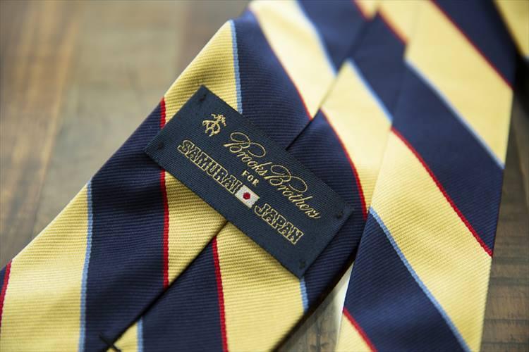 侍ジャパンモデルは、専用タグ付き。侍ジャパンのネクタイはニューヨークのロングアイランドにある自社工場で作られている。