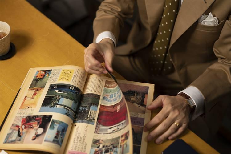 1981年発行のブルータスを手に思い出を語るソリマチさん