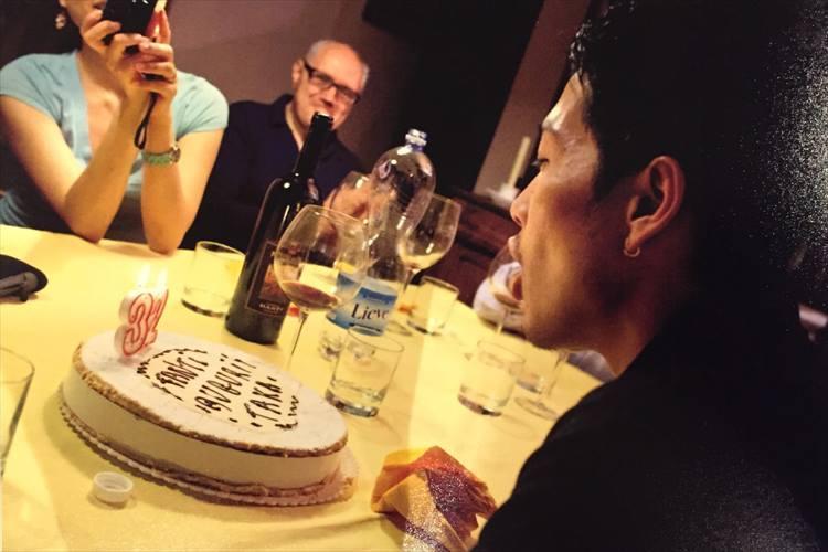 32歳の誕生日を祝ってもらったときの一枚。撮影は「アーモリー」のオーナー、マーク・チョーさん。