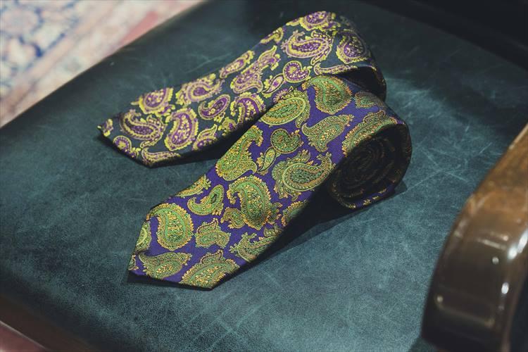 上質なネクタイも豊富に揃う。各1万8000円
