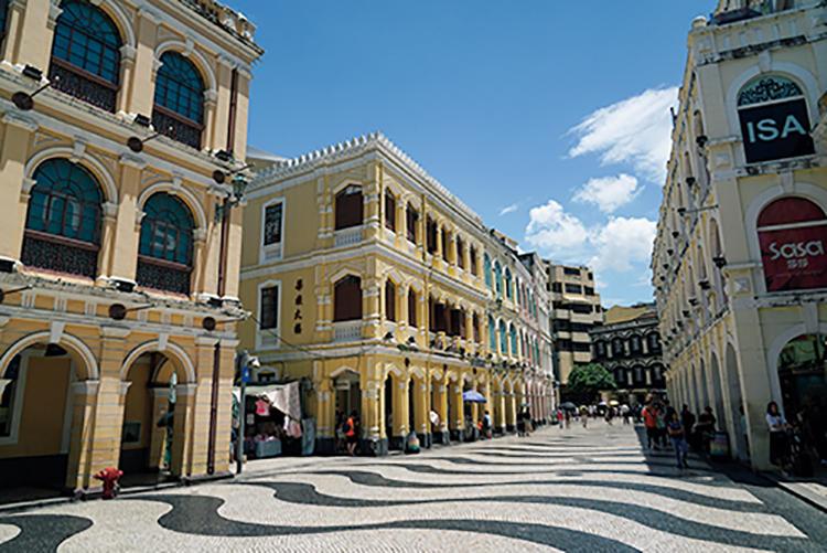 歴史市街地区の中心地「セナド広場」