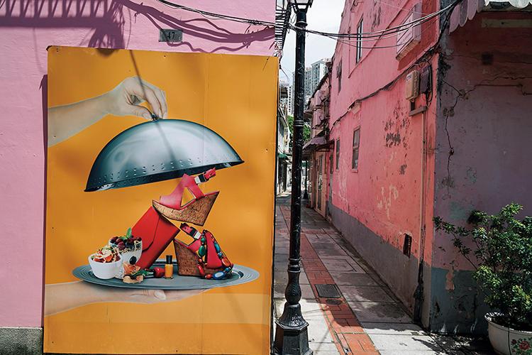 タイパの官也街を散策すると、アーティストによるウォールアートが。