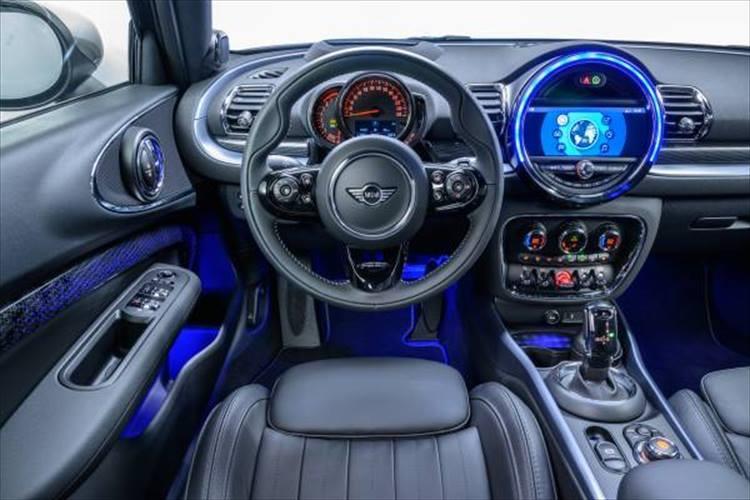 アンビエントライトも搭載し、より優雅さを強調した室内空間になっている。