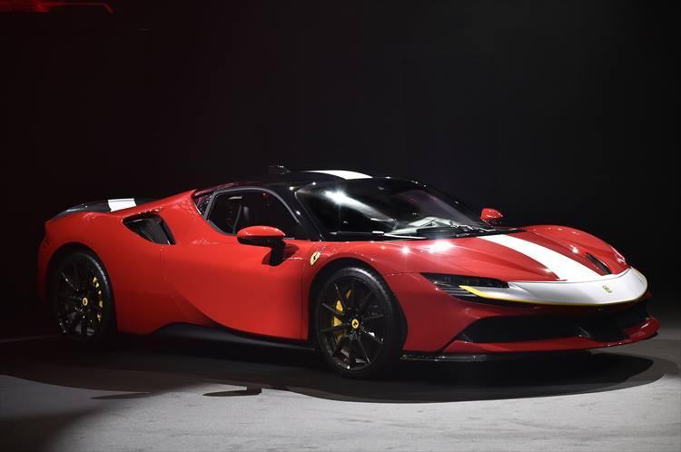 ボディサイズは全長4710mm、全幅1972mm、全高1186mm。スポーツカーにとって重要な重量は1570kgに抑えられている。
