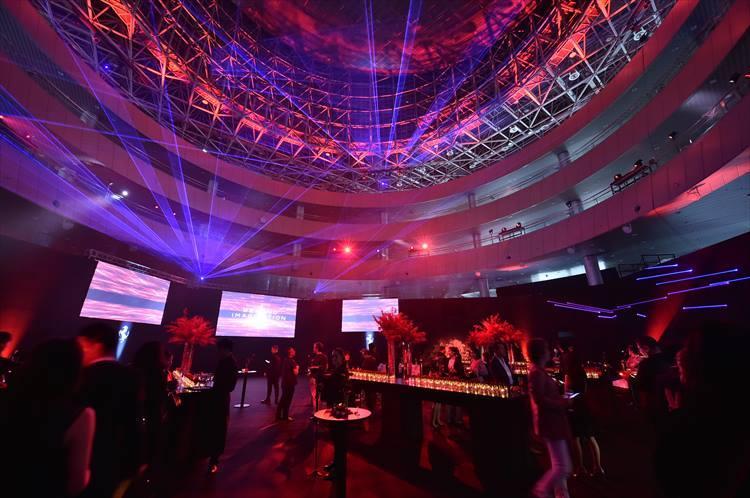 発表会は最新テクノロジーを駆使した演出により大いに盛り上がった。