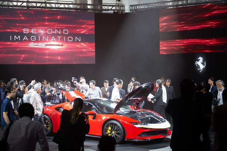 フェラーリの意欲モデルだけに会場には多くのメディア、関係者が集まった。