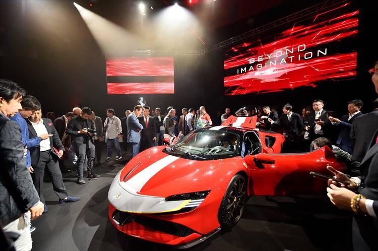フェラーリが未来を見据えて作ったSF90のコピーは「BEYOND IMAGINATION」。フェラーリ社の歴史でも重要な意味を持つモデルになることは間違いない。