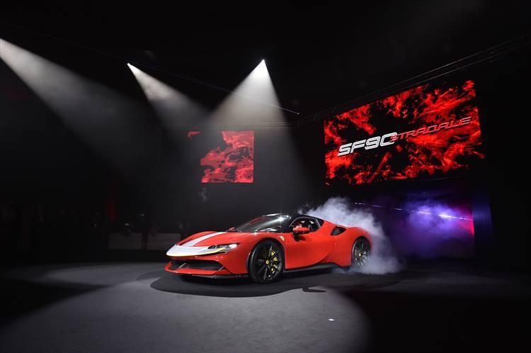 システム出力1000ps!モンスタースペックを誇るフェラーリ初のPHEV、SF90ストラダーレがジャパンプレミア