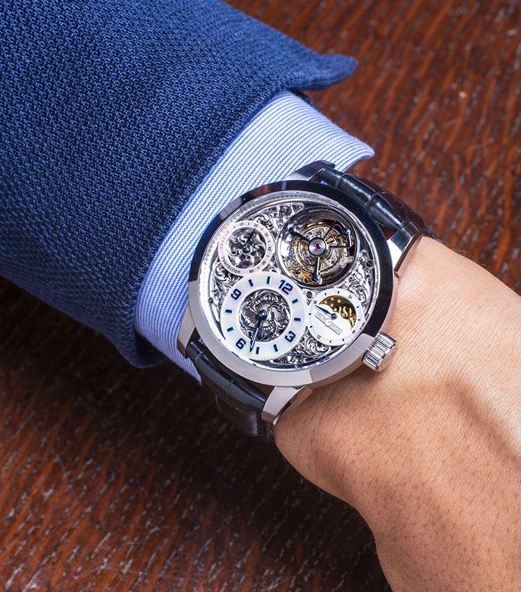 <b>メモリジン<br>スターリット・レジェンド</b><br>「香港ブランドが手がけたハイコンプリケーションウォッチです。トゥールビヨンの名手として知られる独立時計師、キュータイユ氏が監修したフライングトゥールビヨンで、美しくくり抜かれたスケルトンダイヤルを装備。あこがれの機械式複雑時計が、なんと50万円で手に入ります」