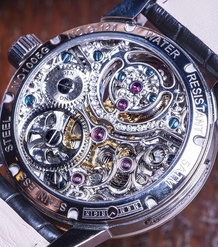 <b>メモリジン<br>スターリット・レジェンド</b><br>「時計を裏返しても手の込んだ装飾が楽しめます。3年間の国際保証もついていて、おそらくこの戦略的な価格で手に入るのは今だけでしょう。」