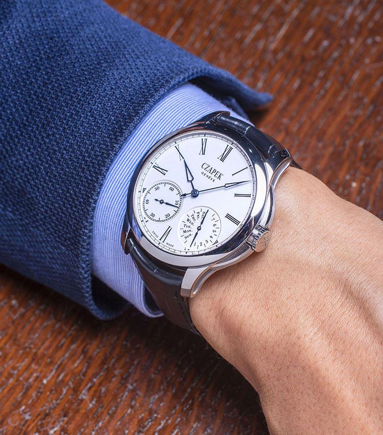 <b>チャペック<br>ケ・デ・ベルク</b><br>「ナポレオン3世のお抱えとして活躍し、パテック フィリップの源流ともなった時計師を始祖とするブランド。7日間パワーリザーブのムーブメント、ダブルハンドのパワーリザーブ&曜日表示を擁したグランフー・エナメルダイヤルなど、シンプルかつハイクォリティなつくりが特徴です」