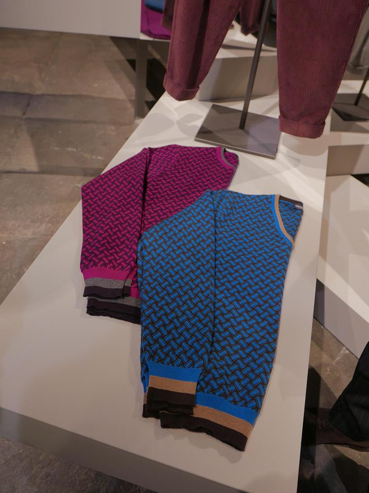 また、その逆に、3/4くらいはビスコッティ柄で、裾にボーダーラインをあしらったものも。