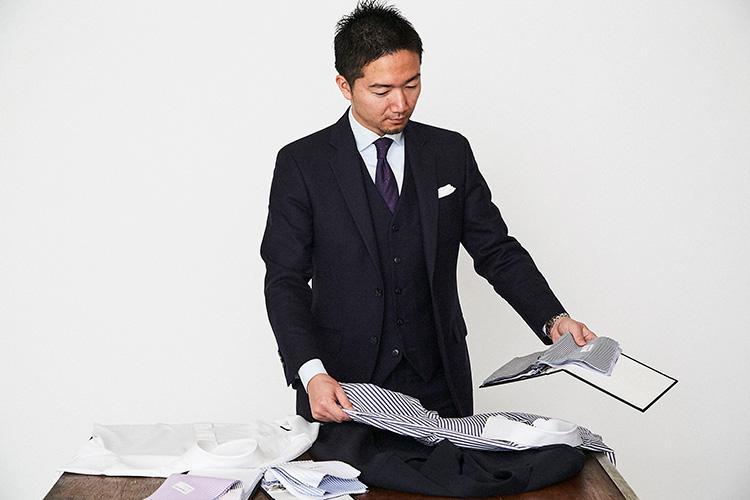 <strong>「ついでにシャツ&ネクタイも……」</strong><br />スーツだけではなく、トータルでスタイル提案できるのが、タカシマヤ スタイルオーダー サロンならでは。というわけで、ついでにシャツとネクタイもオーダー。モダンブリティッシュに相応しいコーディネートを選ぶことができる。