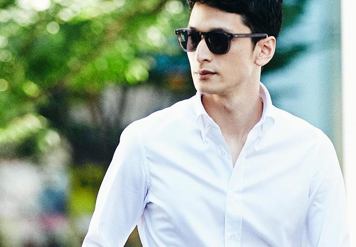 <strong>【OFF】</strong><br />BDシャツはオフのスポーティなカジュアルスタイルも似合う。デニムに合わせるなら裾はきちんとタックインして着るのが上品。ウェストがもたつかないスリムなシルエットもポイントだ。シャツ5000円/カミチャニスタ その他すべてストラスブルゴ