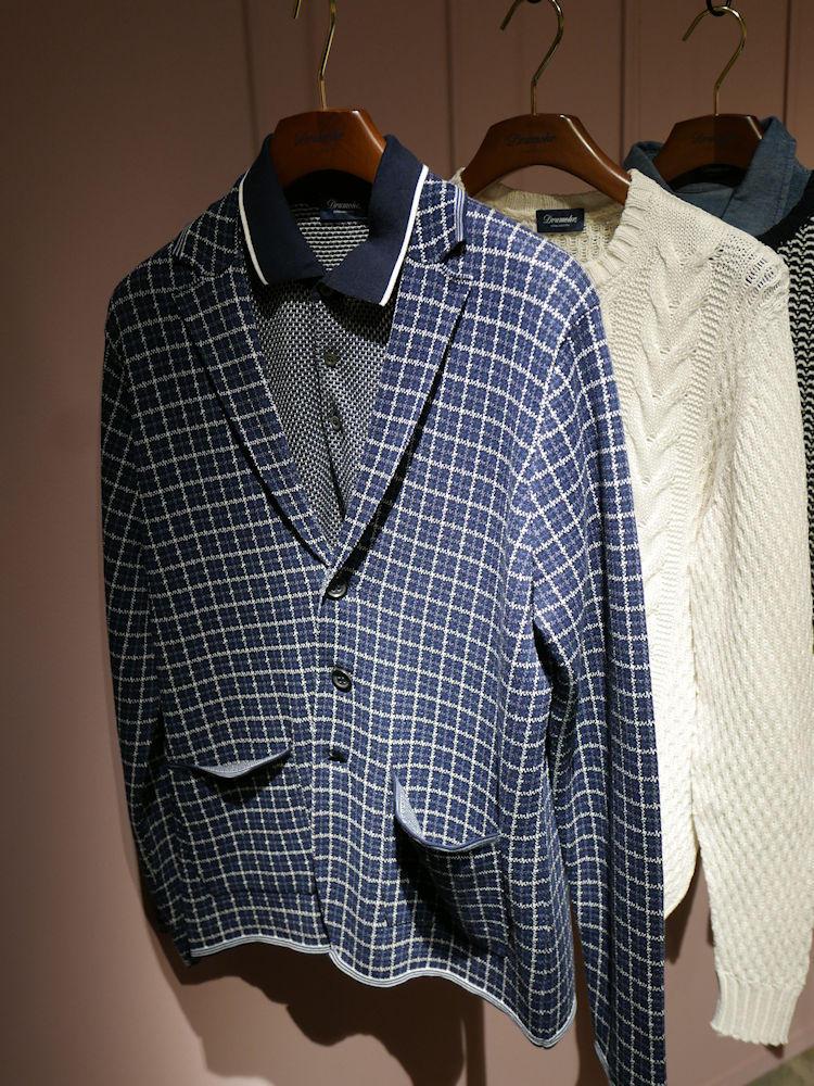 同じくドルモアのシングルニットジャケット。柄入りだともっとカジュアルな印象。