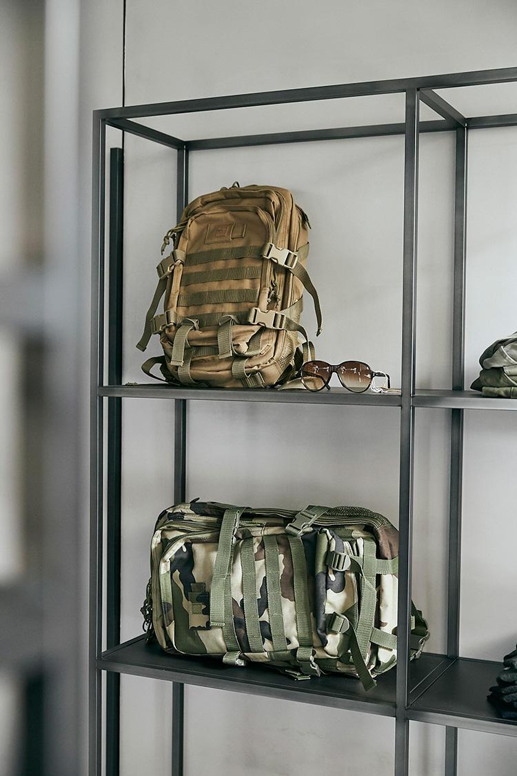 フランス軍に支給されていたミリタリーバッグ/上:1万3000円、下:1万9000円
