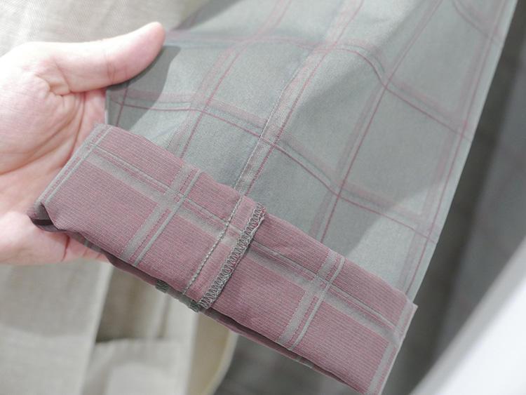 シルク混のソラーロパンツ。コットンとシルクを混ぜているので、シルクの部分が染まらずに柄が浮き出てくる。
