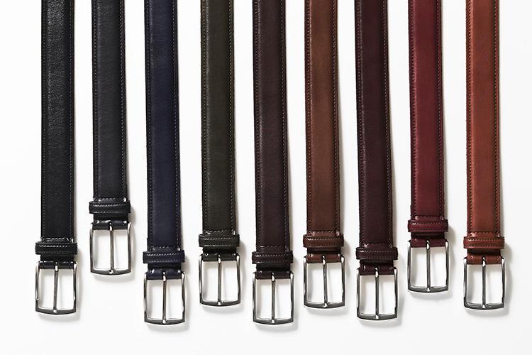 <strong>【靴がこの色だから......】</strong><br />靴同様、国内職人の手によって丁寧に染色されるため、完璧な色合わせが可能。もちろん手持ちのシューズに合わせて、お好みの色でオーダーすることも可能だ。上質なイタリアンレザーを使用したベルトは、マドラスの靴と同じスムースレザー9色(一部、限定色もあり)からオーダーできる。サイズは80〜100cmまで5cm刻みで選ぶことができる。
