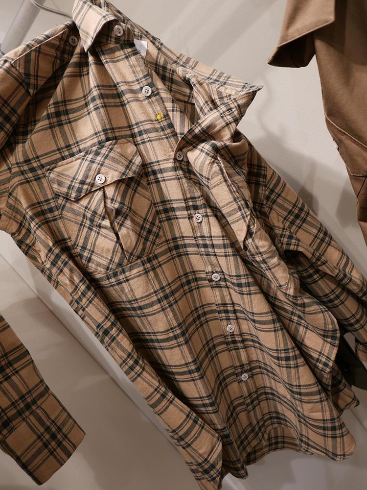 <b>ジャンネット</b></br>ブラウンの無地ジャケの下に着るもよし、1枚で着るもよし。