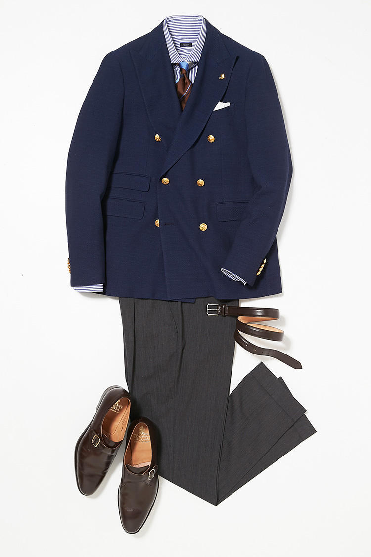 <b><font color=red>BEAMS</font><br />'七五三にならない'大人のトラッドスタイル</b><br />月曜、火曜でスーツを着たら、そろそろ水曜でジャケットを取り入れてみてはどうだろう。仕事で着るならネイビーのジャケットが無難だが、よりトレンド感を意識するなら、同じ紺でもメタルボタンの「紺ブレ」がおすすめだ。ここにグレーパンツ+ストライプ柄ネクタイを合わせれば、着用シーンを問わないトラッドなスタイルが完成する。<br />「実は、こちらのグレーパンツは月曜日に着用したラルディーニのセットアップスーツの組下なんです。カッチリしたスーツは上下セットで着るのが基本ですが、この手のアンコンスーツは、上下バラして着回せるのが便利ですね。紺ブレが金ボタンなので、靴の金属部分もゴールドにして、色を統一すると'わかってる人'に見えます」(ビームス プレス・安武さん)<br /><a class='u-link--ex' href='https://www.mens-ex.jp/fashion/feature/180425_10.html' target='_blank'>コーディネートの詳細はこちら</a>