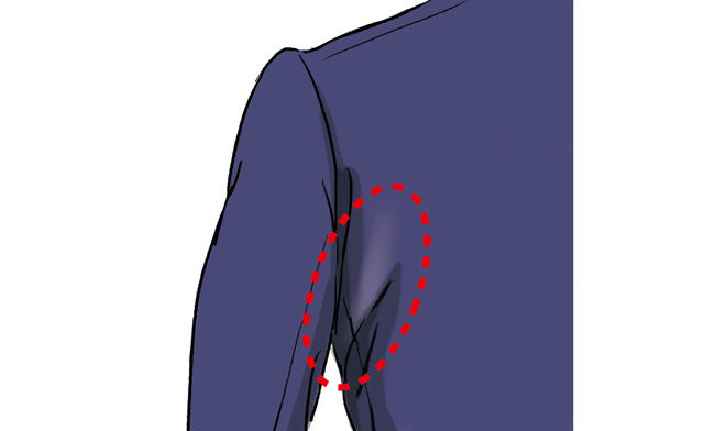 <strong><span style='background-color:#f00'>抱き皺</span>が出る程度の動きやすさある背中回りにX皺</strong><br />「抱き皺はサイズが合っていないと出る皺と思われがちですが、実は程よく皺がある方が動きやすい適正フィットと言えます。<br />手を前に出したときに背中が突っ張らず、動きづらそうな印象を避けられます」