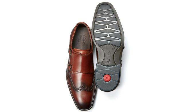 <p><strong>ECCO / エコー</strong></p><h3 class='h3' style='margin-bottom: 5px'>一歩先を行く快適テクノロジー</h3><p>最先端の歩行性の靴を追求してきたエコー。新作モデル「イリノイ」には、耐久性とクッション性に優れる一体成型の2層構造アウトソールや、靴内の通気性を高めるECFSインレイソールなど、独自の技術を満載。3万9000円(エコー・ジャパン)</p>