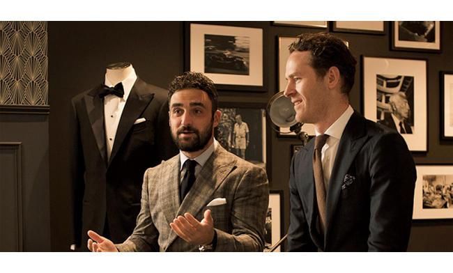 <strong>「経営陣は皆ウェルドレッサー!」</strong><br />ディレクションに当たるルイ・イアレンティ氏(左)とアンドリュー・バーン氏(右)。クラシカルな中にも色気ある装いだ。