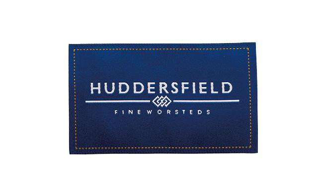 <strong>英国の魅力をリアルに表現「ハダースフィールドファインウーステッド」</strong><br />1859年に創業した同グループの名を冠するブランド。「英国的でリアリティのある素材作りに定評がある。英国内だけでなく、世界を意識した生地提案はこのグループの特徴といえます」