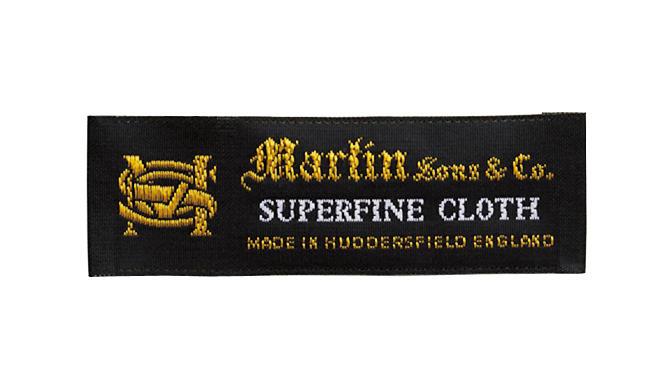 <strong>フレスコを生んだ作り手「マーティンソン」</strong><br />1859年創業。かつてフレスコ素材を開発するなど、英国らしい生地を織る名門ミルの一つとして知られた。「今もフレスコや、イングリッシュ・フランネルに定評があるブランドです」