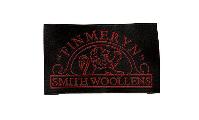 <strong>英国の伝統に色気を添える「スミスウールンズ」</strong><br />1921年創業。かつてH.レッサーに劣らない名門として名を轟かせたマーチャント。「高品質&ベーシックな中に、さりげない色気や柔らかさをたたえた生地提案が巧みな印象です」