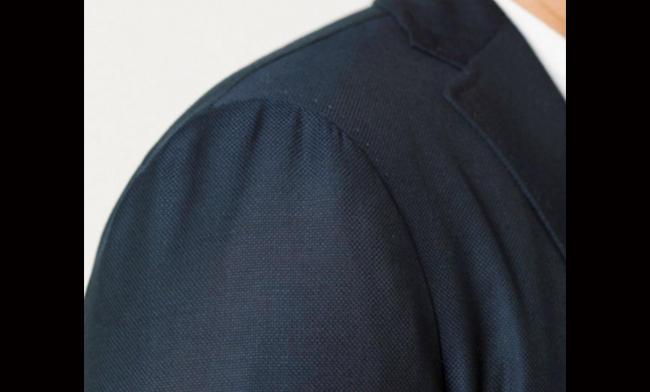 イタリアらしい、柔らかで丸みのあるショルダーライン。