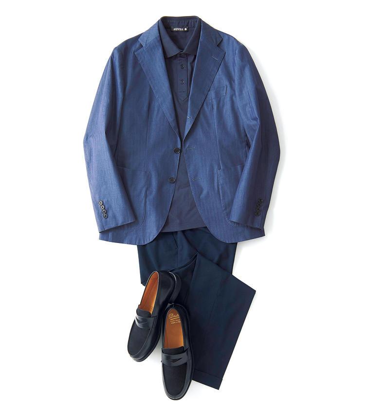 クラシックなヘリンボーン織りのコットンが初夏の日差しを受けて渋い光沢を放つ段返り3Bジャケット。軽量な背抜きの仕立てに細身のオリジナルパターンが、シャープな印象ながら、ラペル周りのステッチワークや英国調を意識した9.5cmワイドラペルが男らしさを印象づける。<br />ジャケット3万5000円/シップス(シップス 銀座店) ポロシャツ1万2000円/アンドレア フェンツィ(R&BLUESプレスルーム) パンツ1万2000円/エディフィス(エディフィス 丸の内) 靴7万円/パラブーツ(パラブーツ青山店)
