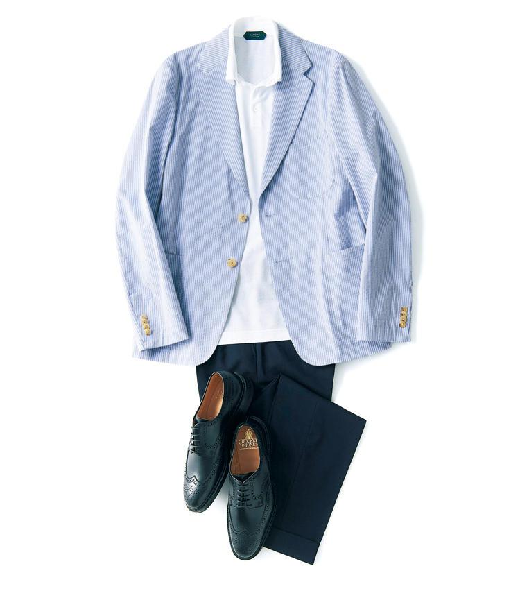 ドライタッチで、軽やかな着用感が魅力のシアサッカー。春夏の定番ジャケットこそ、ゴージラインの角度やラペルのバランス、シェイプの効かせ方などが美しく整った人気モデル「ゴンザーガ」で差をつけたい。Vゾーンが深い2Bで縦のラインが強調されシャープな印象に見える。<br />ジャケット9万8000円/ボリオリ(ボリオリ 東京店) ポロシャツ2万3000円/ザノーネ(スローウエアジャパン) パンツ2万3000円/ジェルマーノ(バインドピーアール) 靴8万6000円/クロケット&ジョーンズ(トレーディングポスト青山本店)
