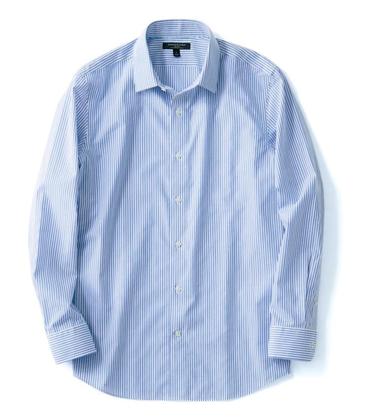 <span style='font-size:1.25em;'><strong>BANANA REPUBLIC</strong></span><br />やや短めの襟や細身のシルエットでモダンに着用できる一枚。コットン100%の生地は特殊な糸を使用することで自然なストレッチ性を発揮し、かつ仕上げのノンアイロン加工でシワにも強い構造になっている。8900円/バナナ・リパブリック(バナナ・リパブリック)