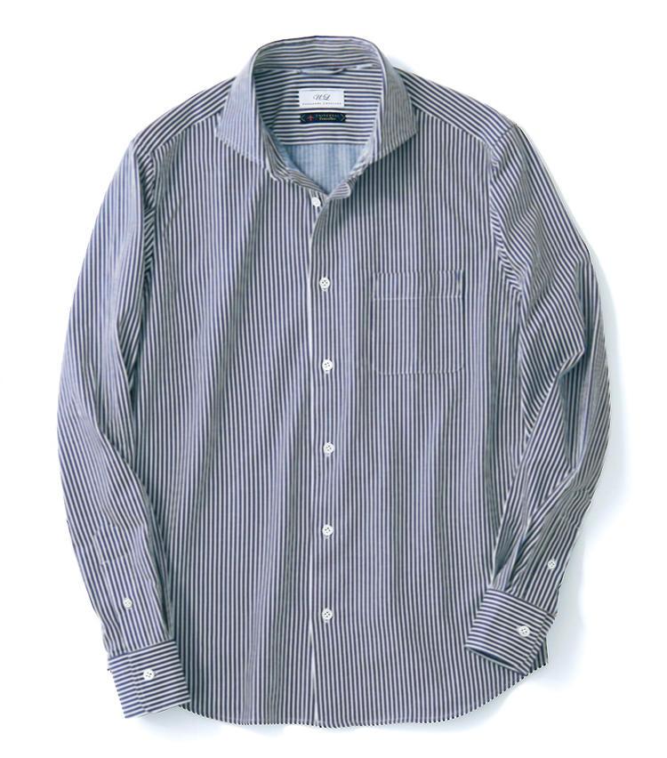 <span style='font-size:1.25em;'><strong>UNIVERSAL LANGUAGE</strong></span><br />オーセンティックなストライプのシャツと思いきや、実はこの生地は薄手のジャージー。体の動きに合わせて心地よく追従し、シワ知らず。日本製の上質生地で、滑らかな肌触りだ。8800円/ユニバーサルランゲージ(ユニバーサルランゲージ 渋谷店)