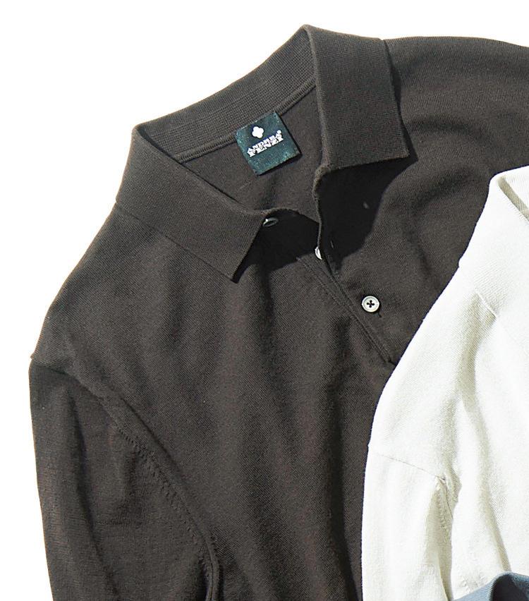 <span style='font-size:1.25em;'><strong>ANDOREA FENZI</strong></span><br />1962年、イタリアで創業。最新技術に熟練の職人技を融合させたニットアイテムで人気上昇中のブランド。コットン100%のナチュラルなブラウンの表情が、リラックスした雰囲気だ。台襟付きでジャケットを羽織っても襟が綺麗に見える。1万8000円(伊勢丹新宿店)