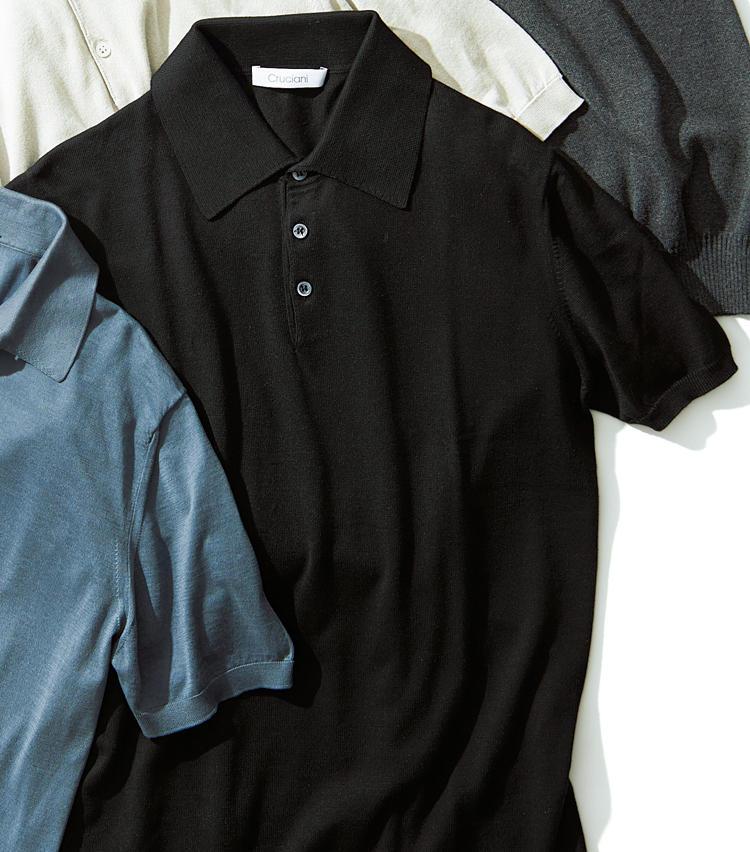 <span style='font-size:1.25em;'><strong>CRUCIANI</strong></span><br />袖口や裾リブ幅が細く非常にスマートでモダンな印象。アームホールはコンパクトで着丈はやや短めの美シルエットも魅力だ。涼感たっぷりの風合いは、紳士の夏の定番アイテムといえる。4万1000円(ビームス ハウス 丸の内)