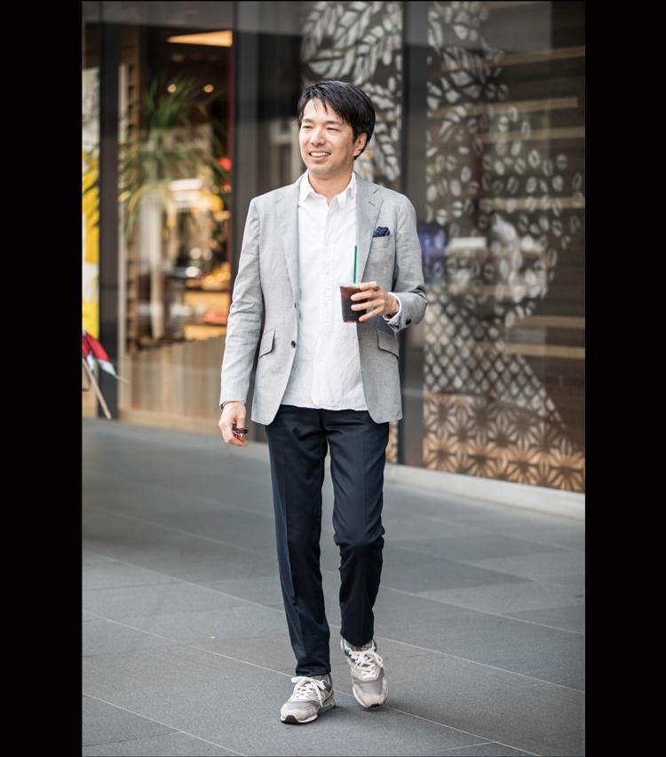 <strong>休日はジャケットの単品使いもできる!</strong><br />ジャケット単品を休日着に。普段愛用の紺のチノや白のカジュアルシャツにそのまま羽織っても◎。