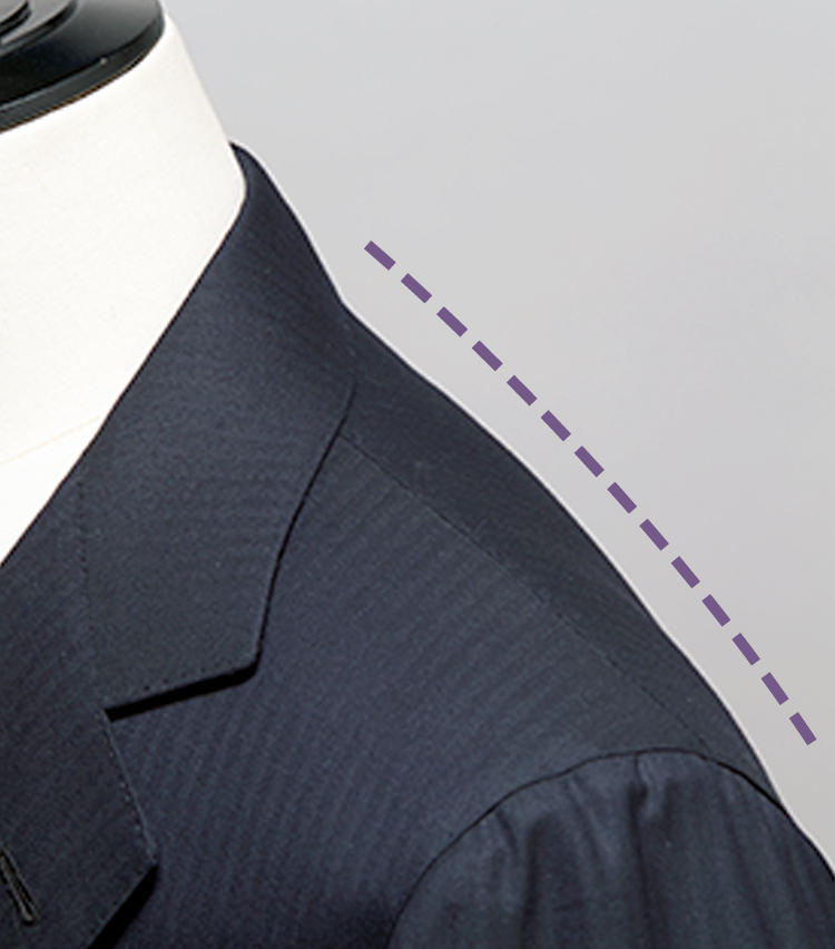 <strong>世界一と称されるノボリ</strong><br>ナポリサルトの美意識において、最も重要視されるのが襟のノボリ。肩と上襟が一本の線のように繋がるパニコのそれは、ナポリの中でも格別に美しいといわれる。