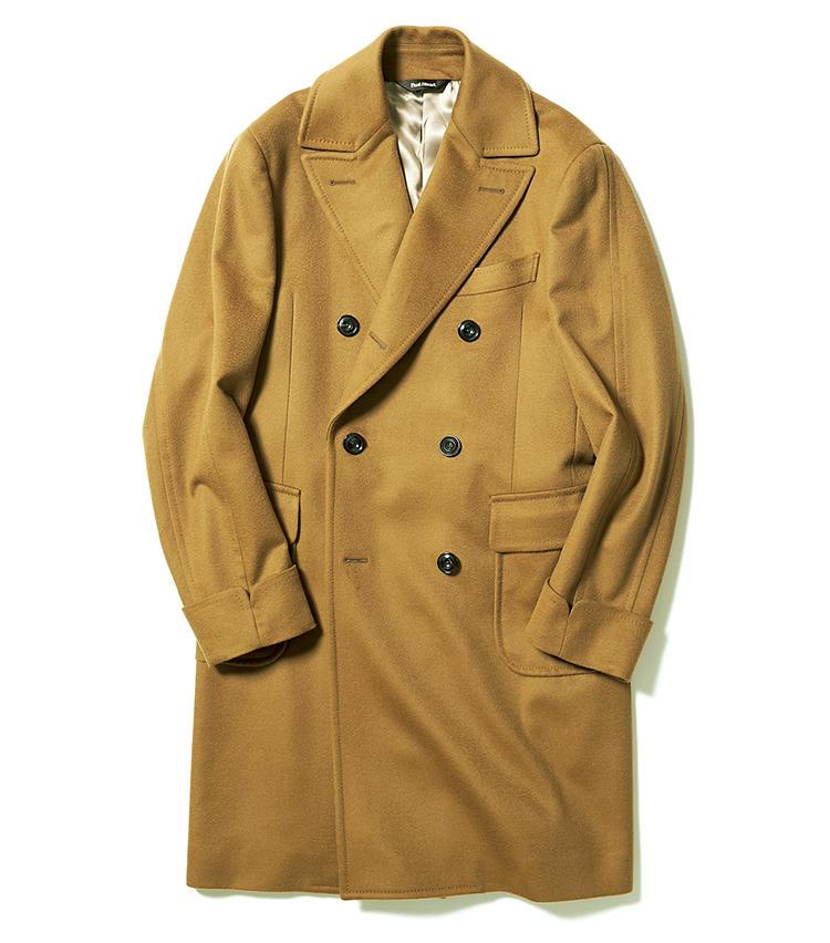 <span style=font-size:1.1em;><strong>PAUL STUART / ポール・スチュアート</strong></span><br><br><strong>暗い冬色スーツもこの1着となら優しい印象に</strong><br>ビエラ産ウール×カシミヤ生地は、毛足を整えるジベリン加工により生まれる波状の風合いと光沢感が、上質さを主張。さらに柔らかなドレープがクラシックなダブルにエレガンスを与える。英国トレンドを楽しみつつも、堅苦しさは回避するには、こんな明るい色のコートが有効的。18万円(ポール・スチュアート 青山店)