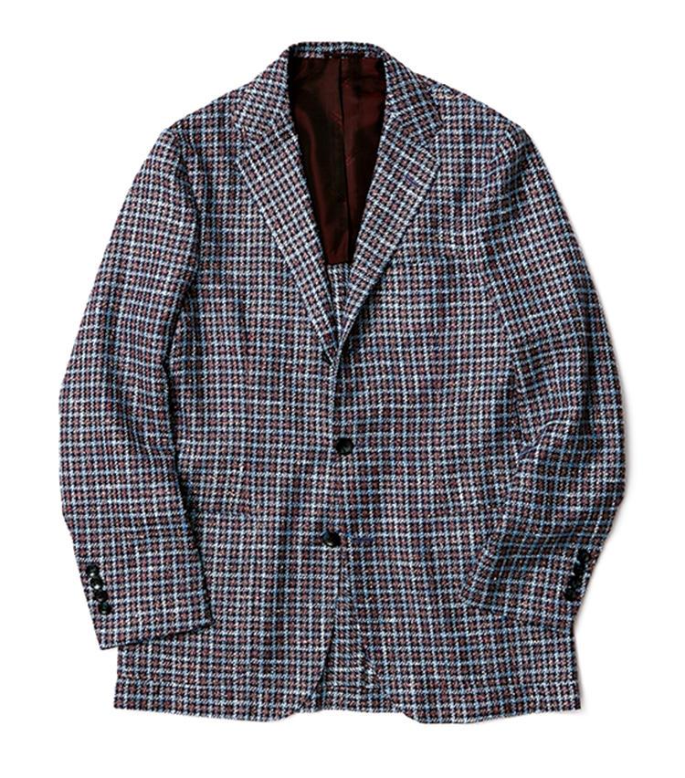 ツイード調のカシミアシルクウール製。前写真のジャケットも本品もともに極めてソフトな生地を用いている。その豊かな表情が柄の主張を和らげ、馴染みのいいものにしている。64万円(キートン 銀座店)