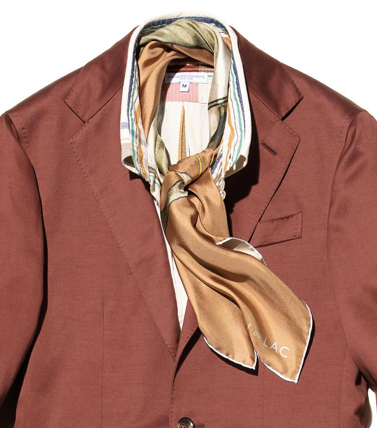 《Shirt》スーツと同系色シャツで軽快に<br>《Neckwear》タイは締めずにスカーフで飾る